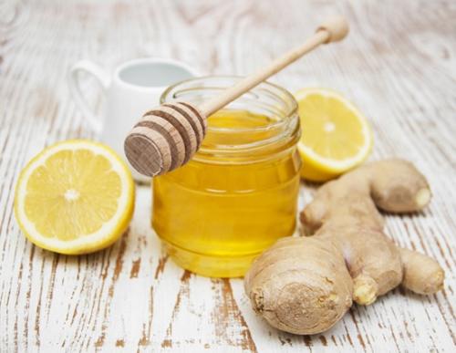 Bài thuốc chữa bệnh viêm họng từ gừng và mật ong 1