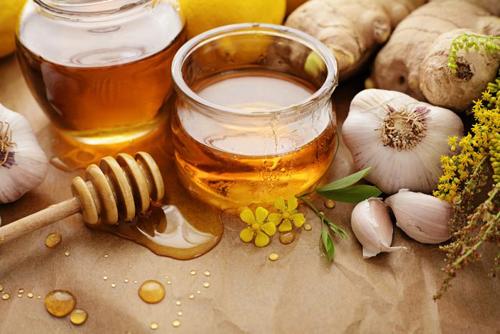 Tỏi và mật ong trị ho cho bé hiệu quả 1