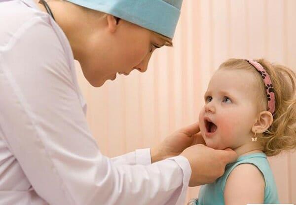 viêm họng hạt ở trẻ em